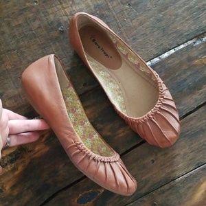 Bare Traps Lakyla leather slip on ballet flats 10M